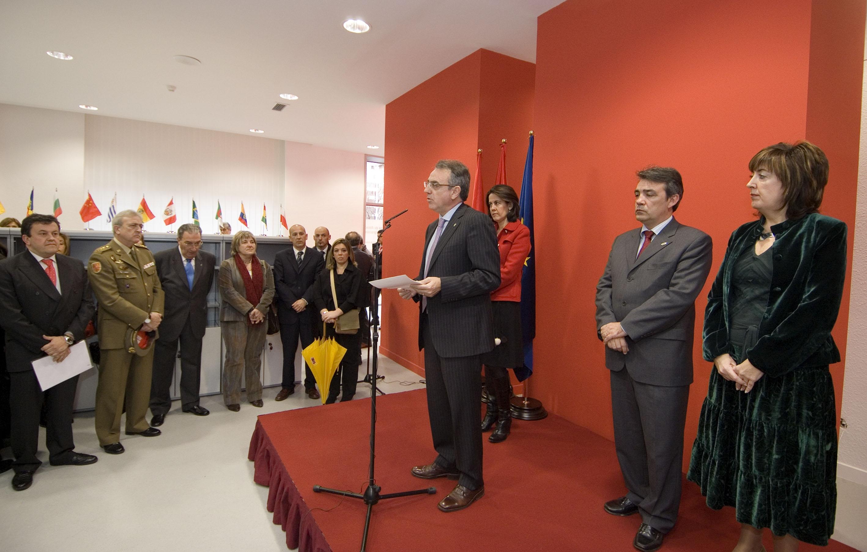 El presidente sanz ha inaugurado esta ma ana la oficina de atenci n a la inmigraci n de gobierno - Oficina de empleo navarra ...
