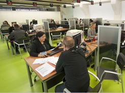 Hacienda anima a la ciudadan a a presentar la declaraci n for Caixa oficinas pamplona