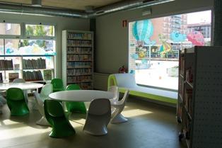 2011 13 de junio apertura de la nueva biblioteca de for Piscinas de ansoain