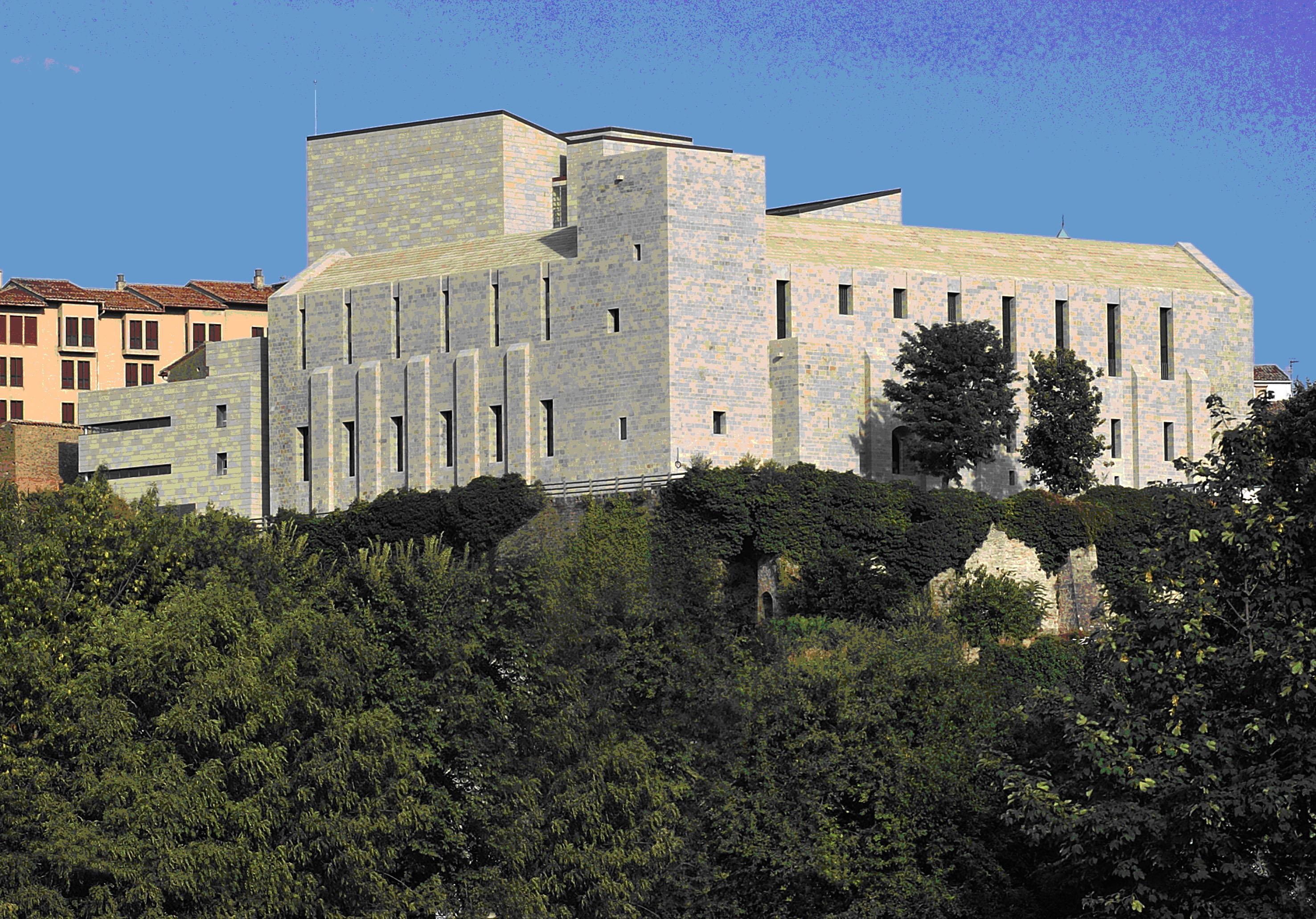 Visita guiada al Archivo Real y General de Navarra con motivo del Día Interna...