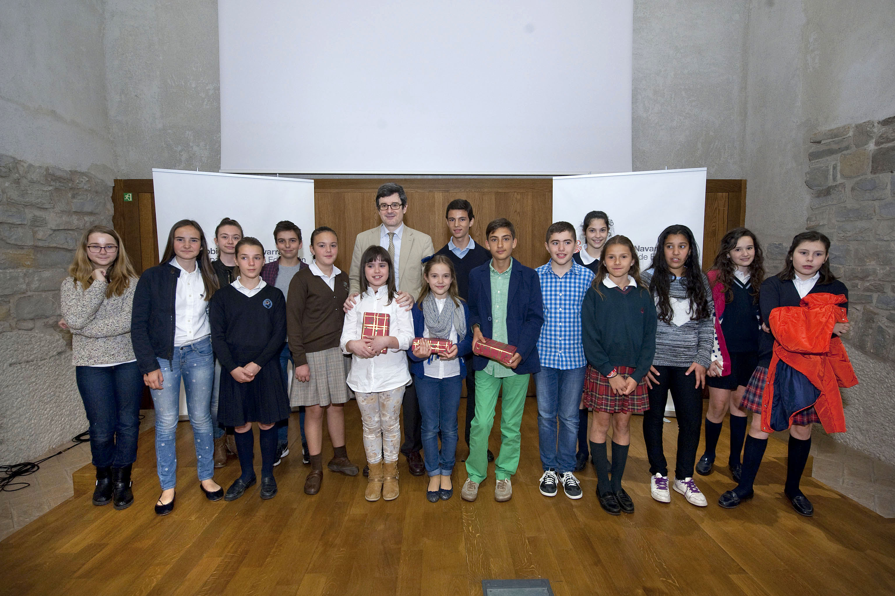 Las alumnas delia chueca y carmen goyena ganan el segundo concurso de lectura expresiva en p blico - Colegio otero de navascues ...