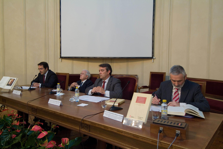 El gobierno de navarra edita el libro organizaci n y for Noticias del gobierno