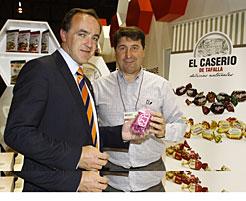 El consejero Esparza visita un stand