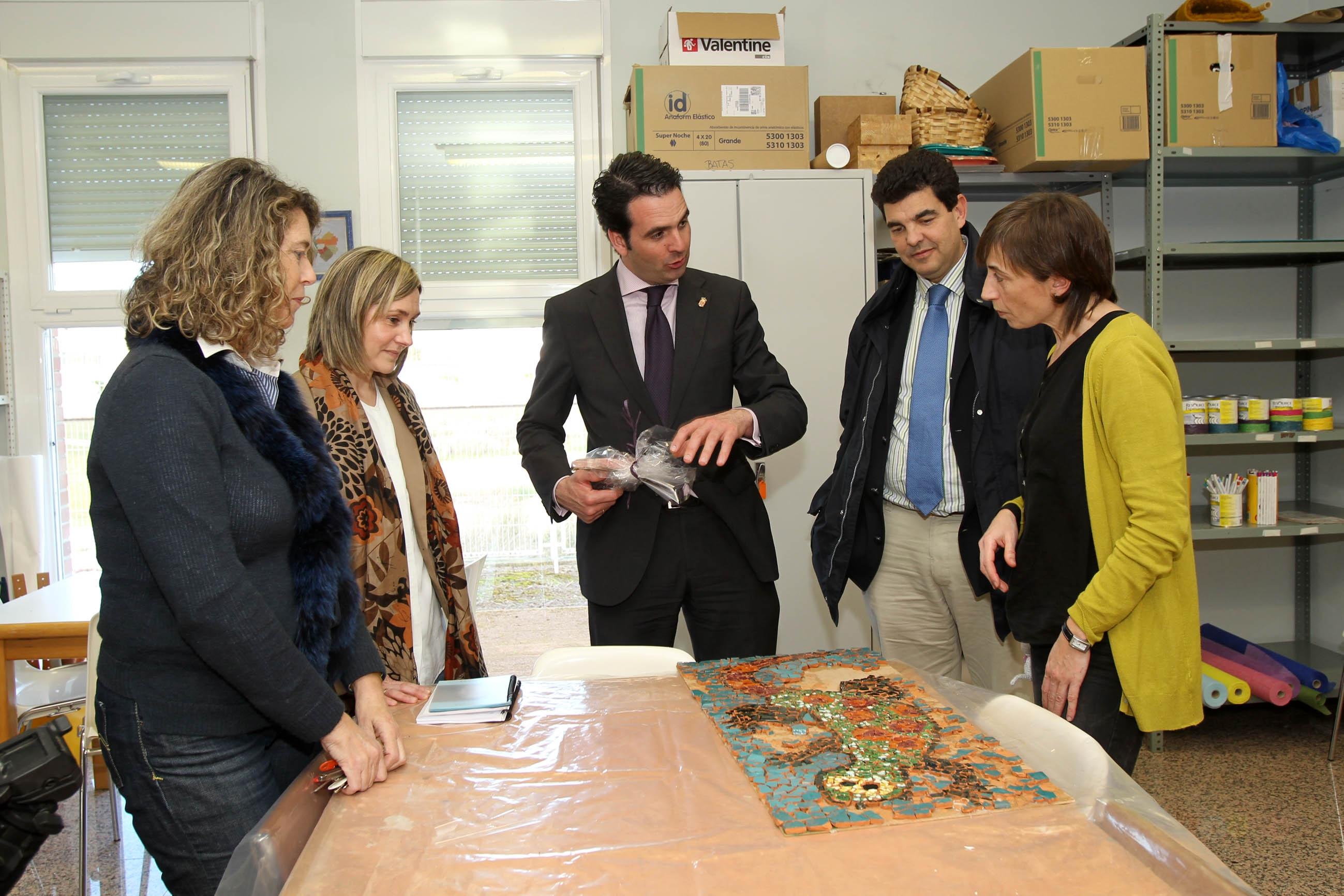 El consejero Alli visita en Tudela el centro de atención a ...