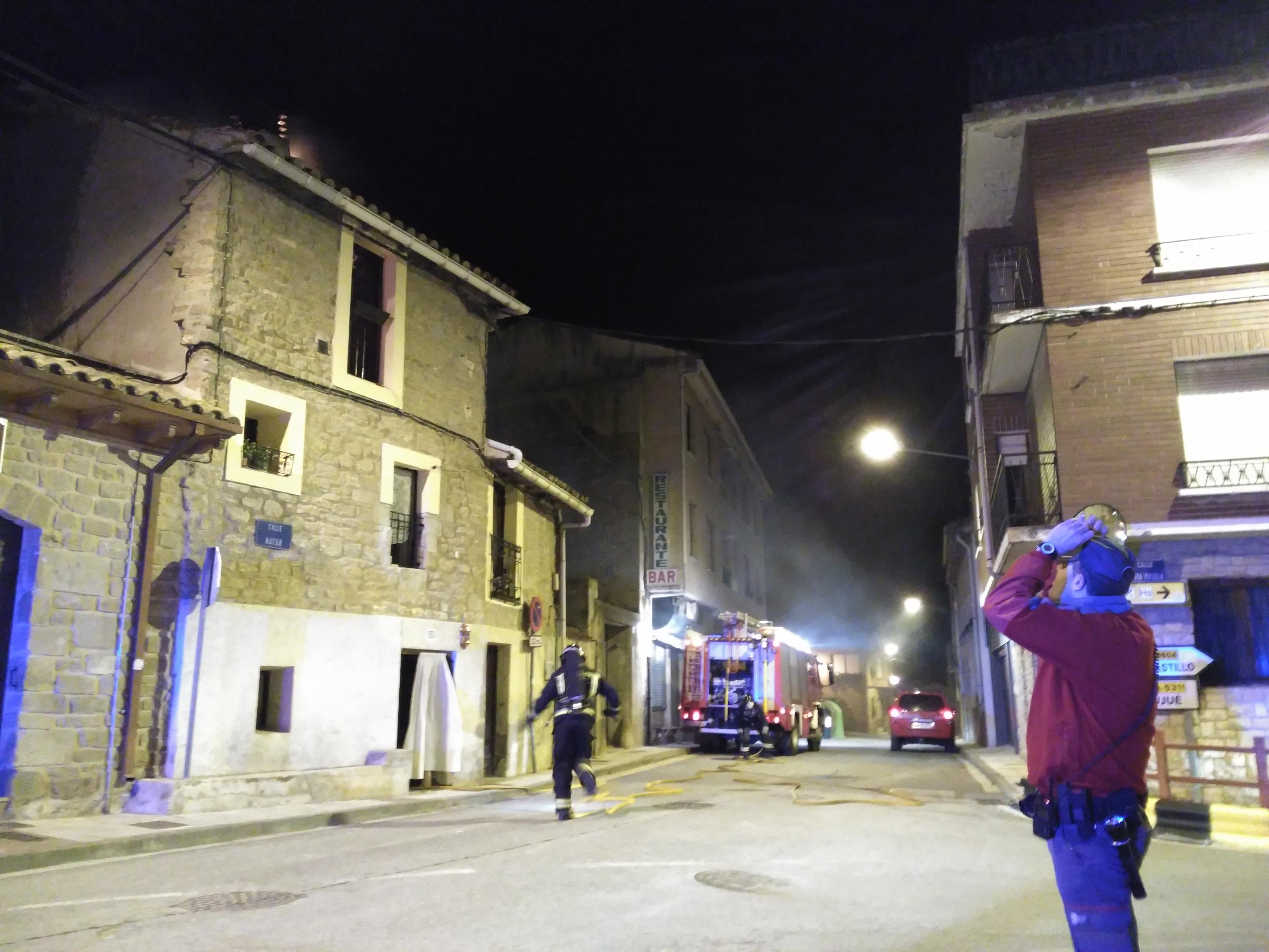 Un incendio causa importantes da os en una casa de murillo for Tejado madera hundido