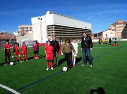 El Estadio Larrabide ya luce nuevo césped artificial.