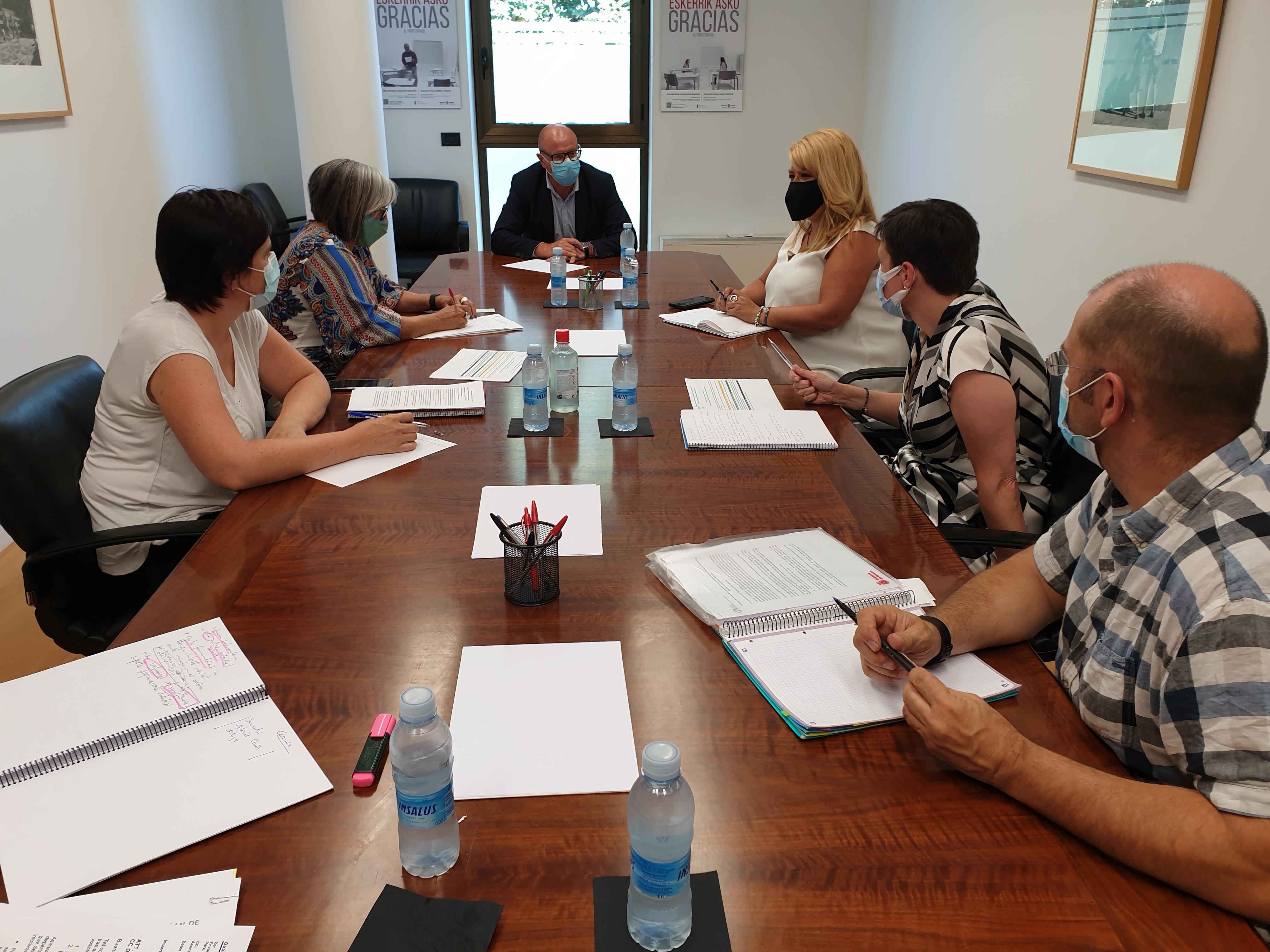 Momento de la reunión mantenida entre CERMIN y del Departamento de Educación de cara al inicio del próximo curso escolar.