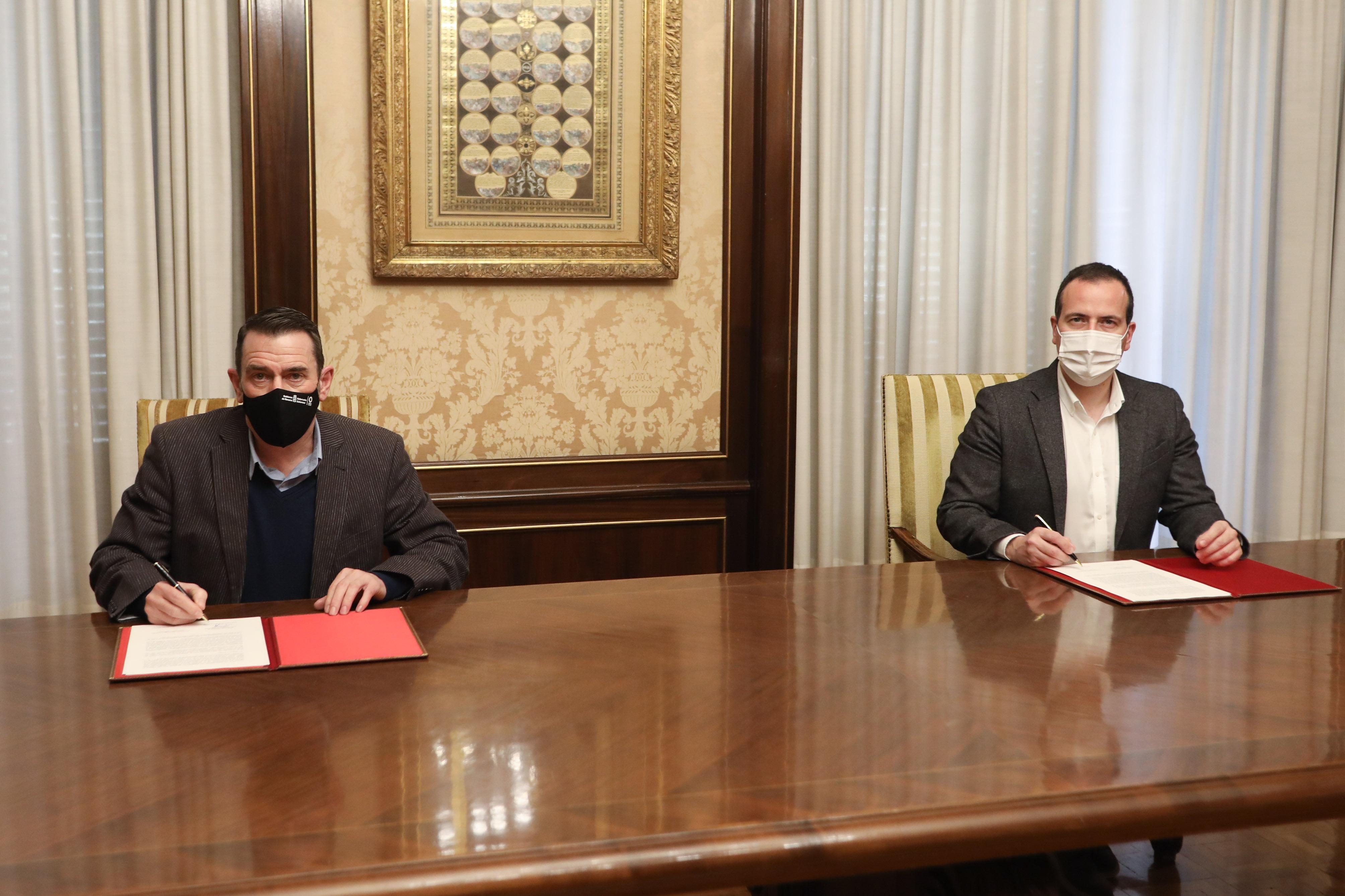 El Gobierno foral firma el convenio con Navarra TV para reforzar la programación autonómica