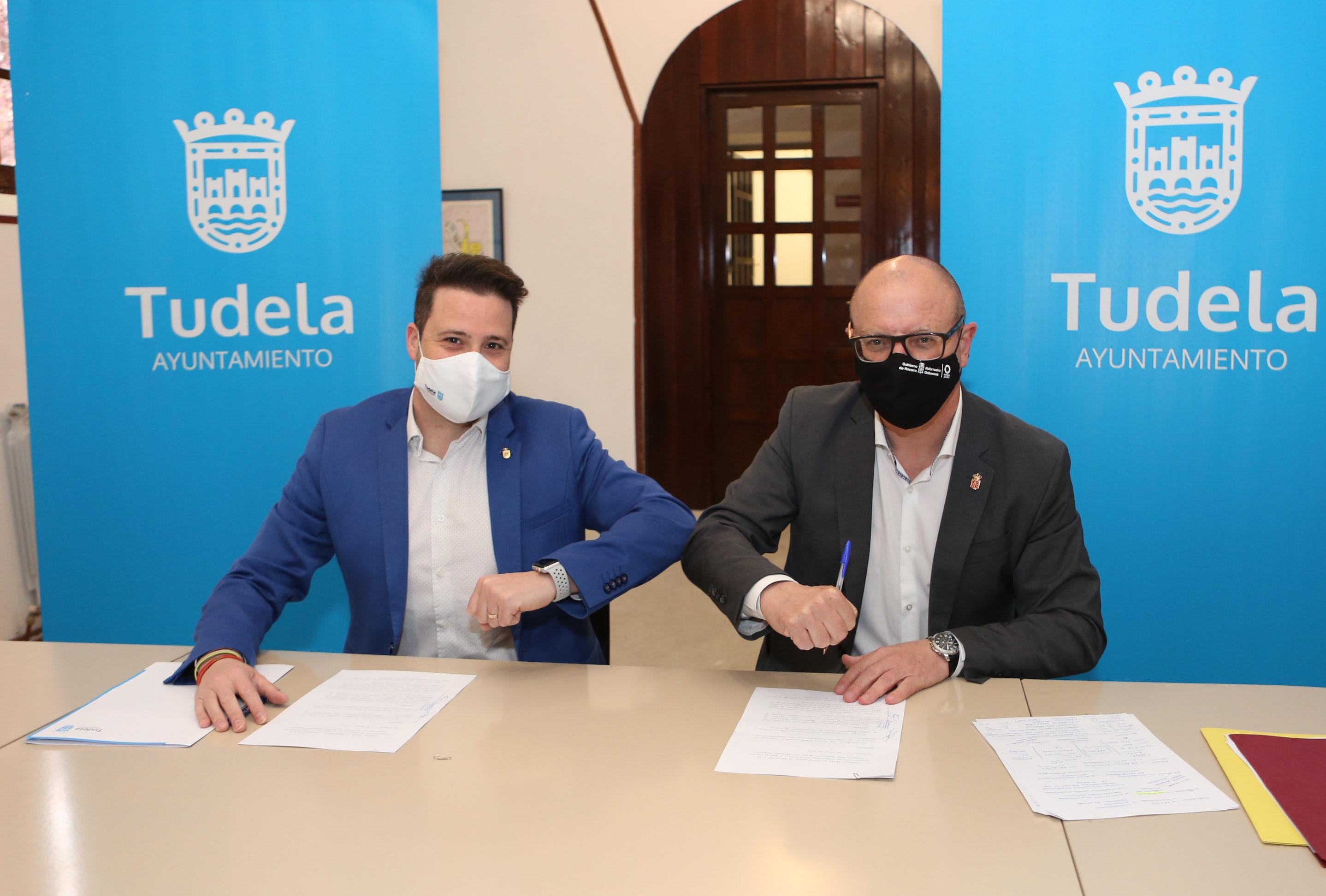 El alcalde de Tudela, Alejandro Toquero,y el consejero de Educación, Carlos Gimeno.