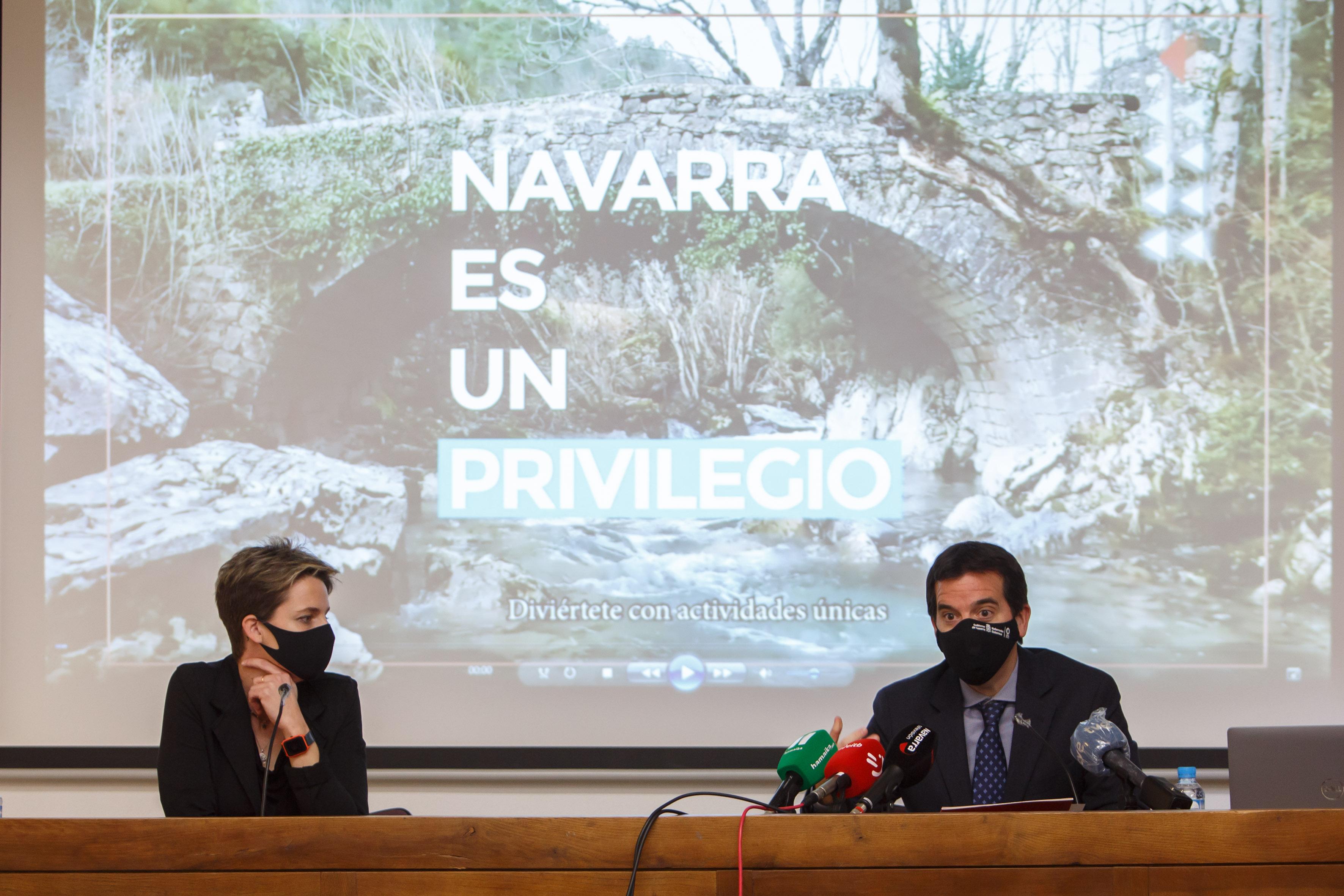 El consejero de Desarrollo Económico y Empresarial, Mikel Irujo, y la alcaldesa de Sangüesa / Zangoza, Lucía Echegoyen, en la presentación de la campaña.