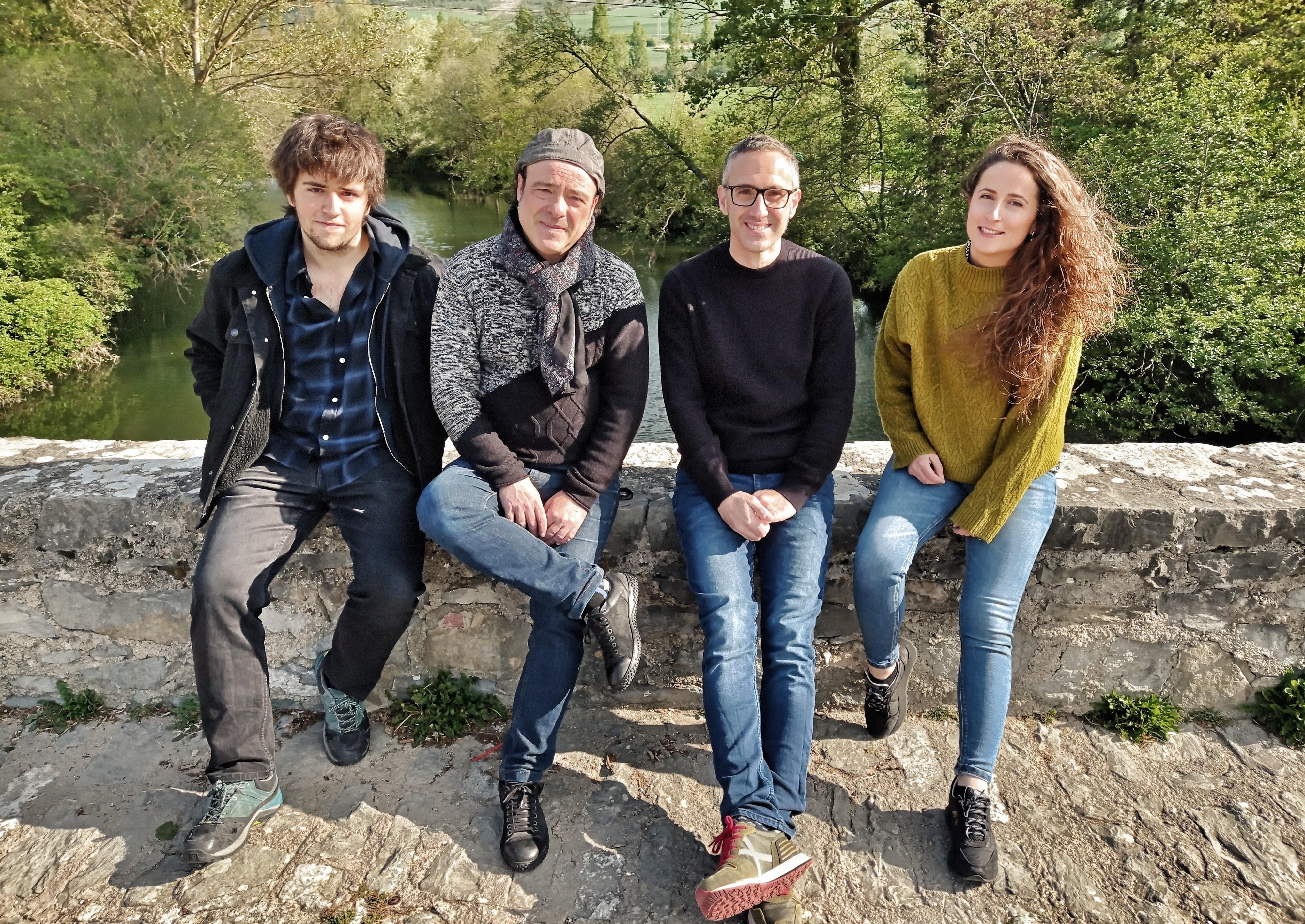 La banda Hogei Berriro actúa mañana en Bera.